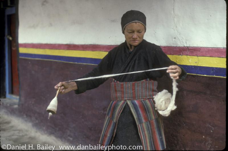 nepal woman wool