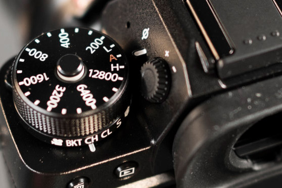 fujifilm-x-t2-left-top-dials